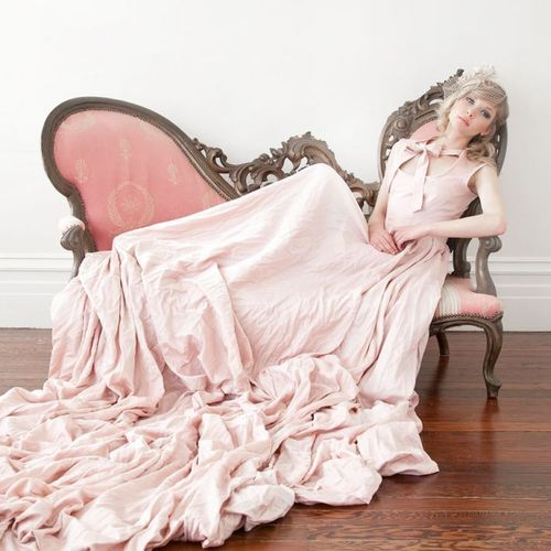 Pink-wedding-dress-with-satin-wrinkle-edge-tulle-skirt-looks-cute_large